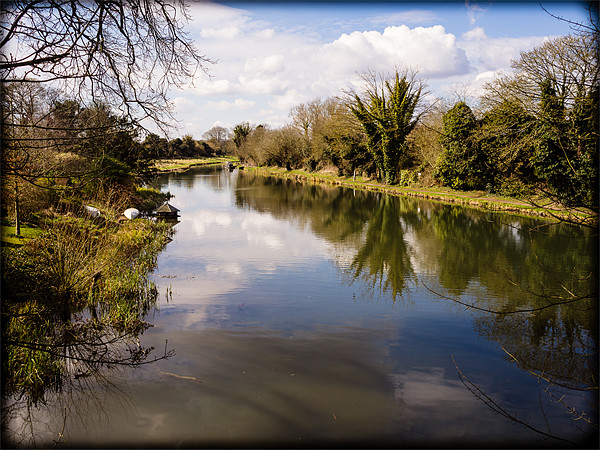 Kennet and Avon Canal Canvas Print by Mark Llewellyn