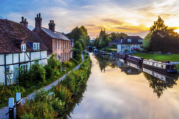 Hungerford Canal Sunset Canvas Print by Mark Llewellyn