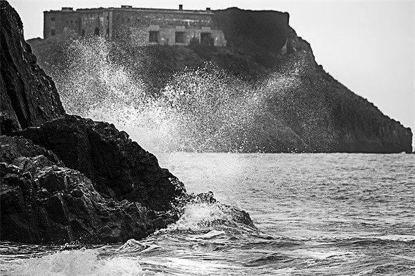 Spray over St. Catherines Island Canvas print by Simon West