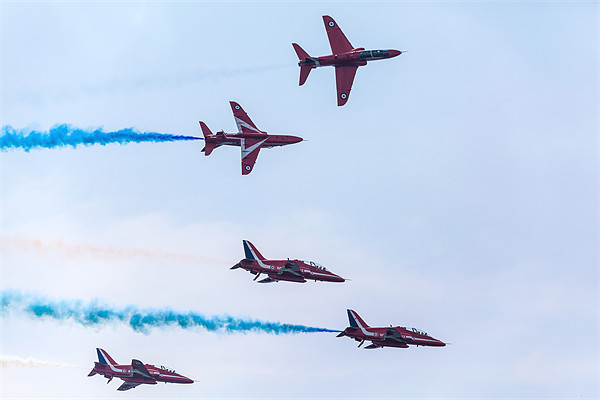 Red Arrows Display Framed Print by Simon West