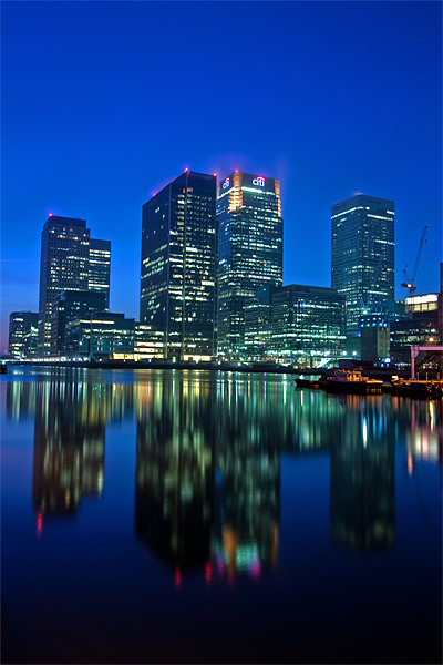Canary Wharf at dusk Canvas print by Stuart Gennery