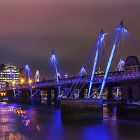 Buy canvas prints of Hungerford Bridge by Stuart Gennery