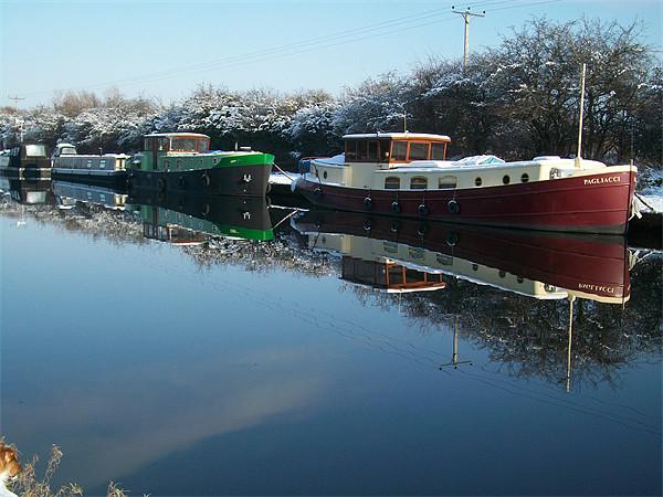 canal boat Canvas Print by jonny england