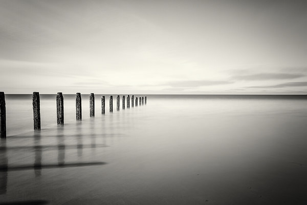 Serene tranquility Canvas print by Tom Hibberd
