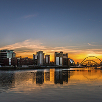 Buy canvas prints of  Sunset across Newcastle Upon Tyne and Gateshead by Tom Hibberd