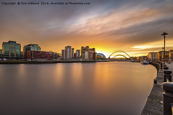 Quayside Sunset Canvas print by Tom Hibberd
