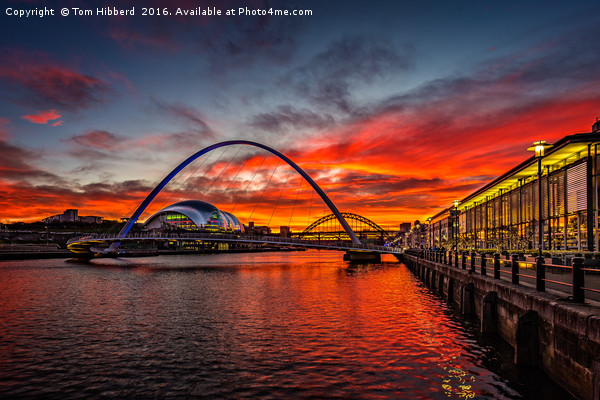 sunset view from Quayside, Newcastle Upon Tyne Canvas print by Tom Hibberd