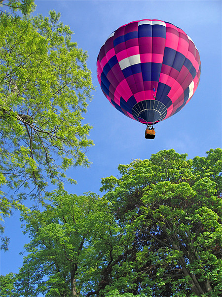 Balloon in flight Canvas print by Peter Cope