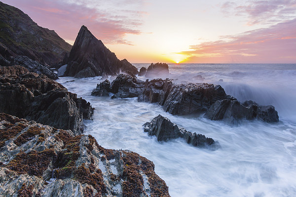 Seascape II Canvas print by Lee Thorne