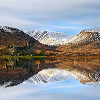 Buy canvas prints of Kilchurn Castle  by Les McLuckie