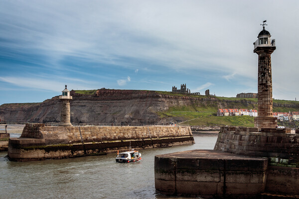 Whitby Harbour from West Pier Canvas Print by Wendy Williams