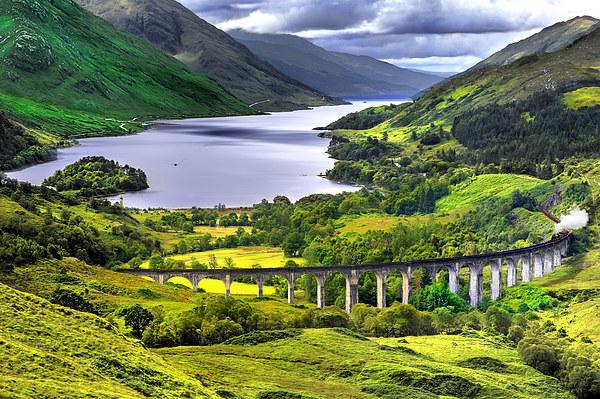 Glenfinnan Viaduct Canvas print by Nigel Lee