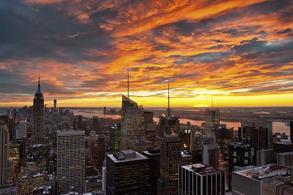 New York Sunset II Canvas print by Robert Strachan