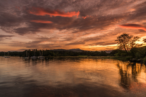Windermere Canvas print by Simon Saunders