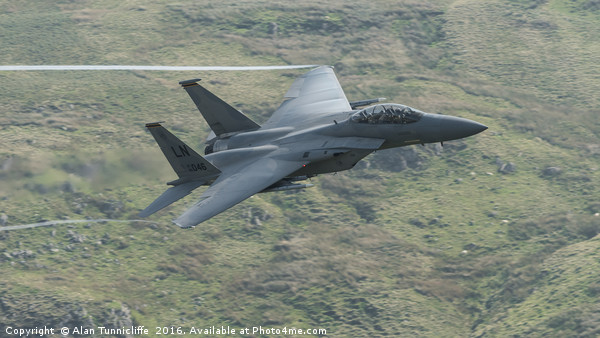 USAF f15 fighter Canvas Print by Alan Tunnicliffe