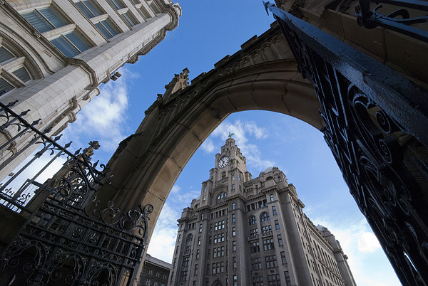 Royal Liver Building, Liverpool Canvas print by Dave Wood