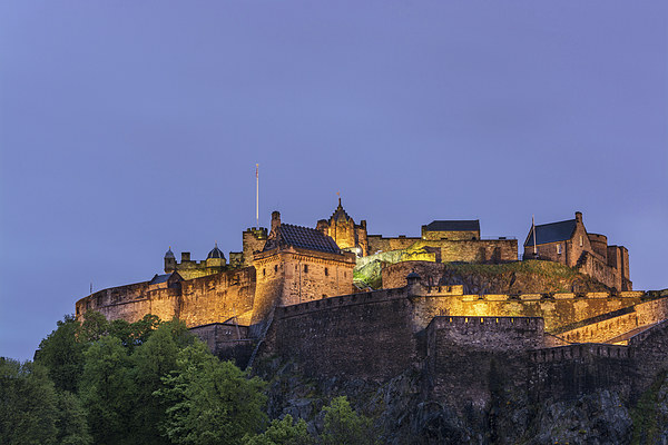 Edinburgh Castle Canvas print by Veli Bariskan