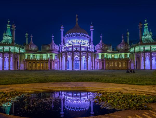 Brighton Pavillion At Night Canvas print by LensLight Traveler