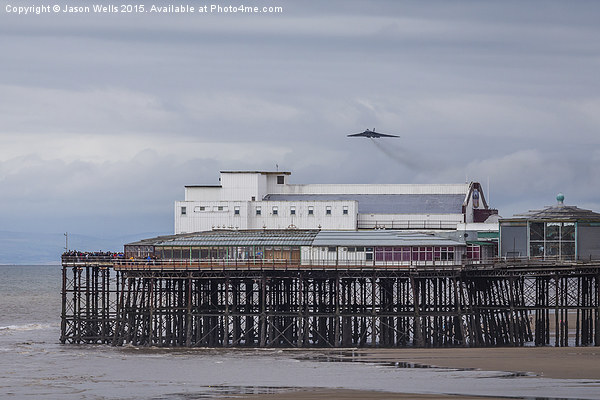 XH558 approaches Blackpool for the last time Canvas print by Jason Wells