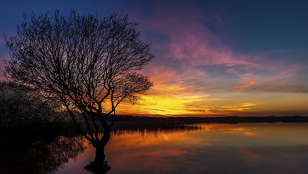 Fire in the Sky, Kenfig pool Canvas print by Dean Merry