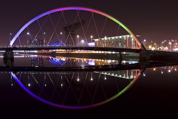 The Squinty Bridge, Glasgow Canvas print by Stephen Taylor