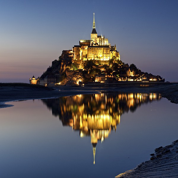 Mont Saint Michel Canvas Print by Stephen Taylor