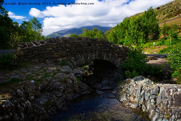 Ashness bridge Canvas print by tom downing