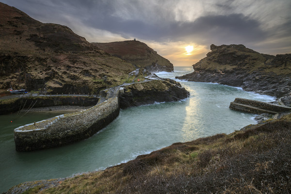 Setting Sun at Boscastle Canvas print by Andrew Ray