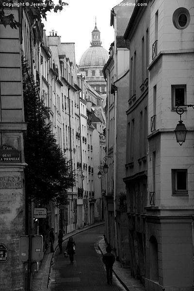 Street Scene, Paris.  Canvas print by Jeremy Moseley