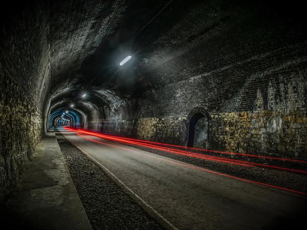 monsal tunnel  Canvas print by jason thompson