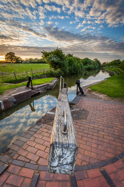 South Stratford Canal, Stratford, Warwickshire Canvas print by Jonathan Smith