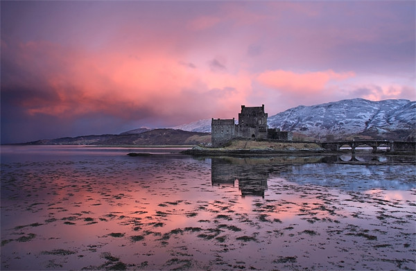 Eilean Donan Castle at sunrise Canvas print by Gail Johnson