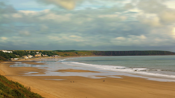 Filey beach, North East Yorkshire Canvas print by Andrew Scott