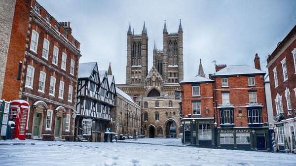 Lincoln Cathedral and a snowy Bailgate Canvas print by Andrew Scott
