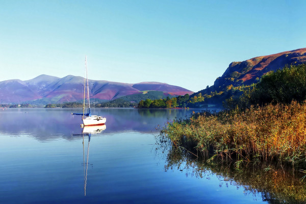 Boat at Derwent Water Canvas print by Dave Leason