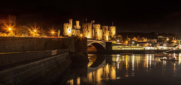 Conwy Castle  Canvas print by Chris Evans