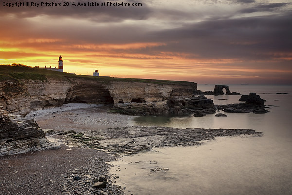 Souter Lighthouse at Sunset Canvas print by Ray Pritchard