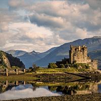 Buy canvas prints of  Eilean Donan Castle by Linda Corcoran