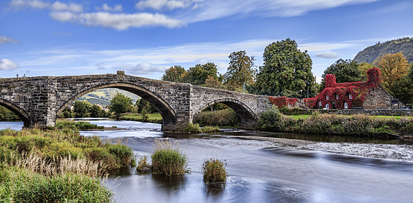 Pont Fawr Canvas print by chris smith