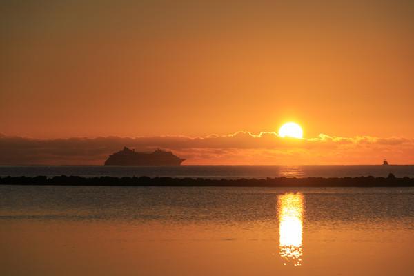 Fuerteventura sunrise  Canvas print by chris smith
