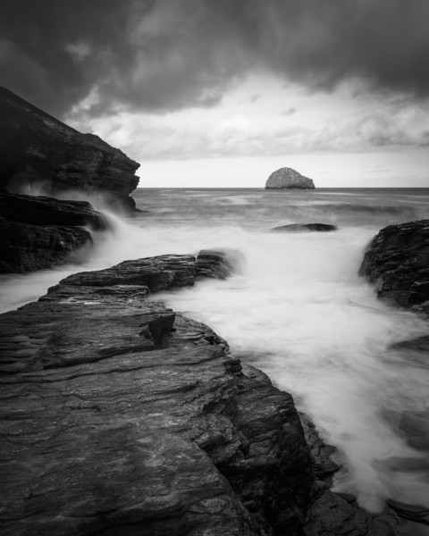 Trebarwith strand             Canvas print by chris smith