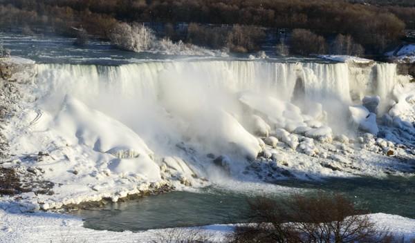 Niagara Falls Canvas print by Garvin Hunter