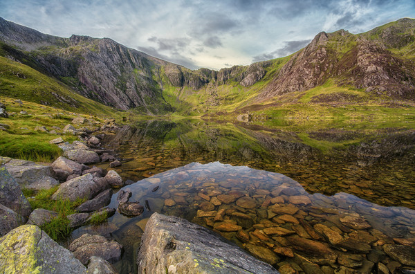 Earlymorning at llyn Idwal Canvas Print by Clive Ashton