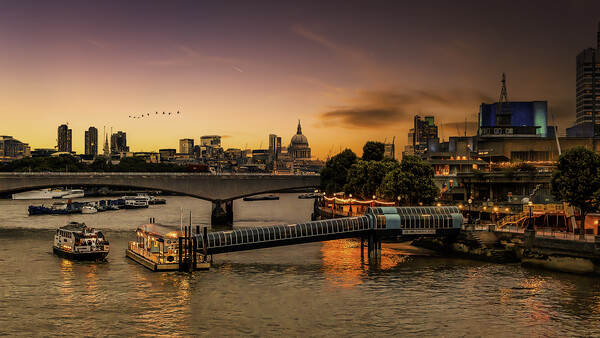 Southbank  Framed Mounted Print by Kevin Elias