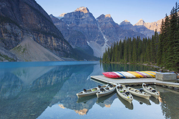 Moraine Lake in the Banff National Park Canvas print by Arterra