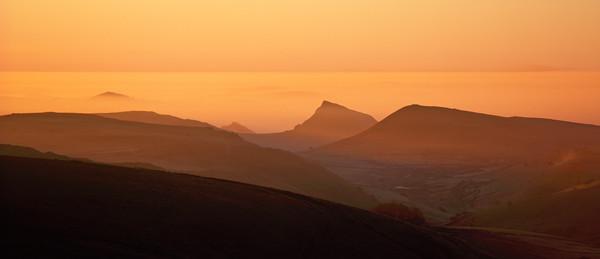 Towards Chrome Hill, Peak District, dawn Canvas print by geoff shoults