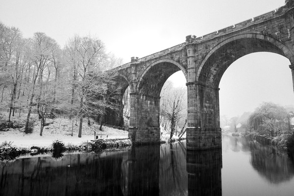 Knaresborough Viaduct in winter snow Canvas print by mike morley