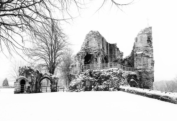 Knaresborough Castle in snow Canvas print by mike morley