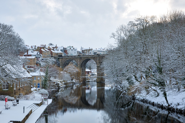 Knaresborough Viaduct in snow Canvas print by mike morley