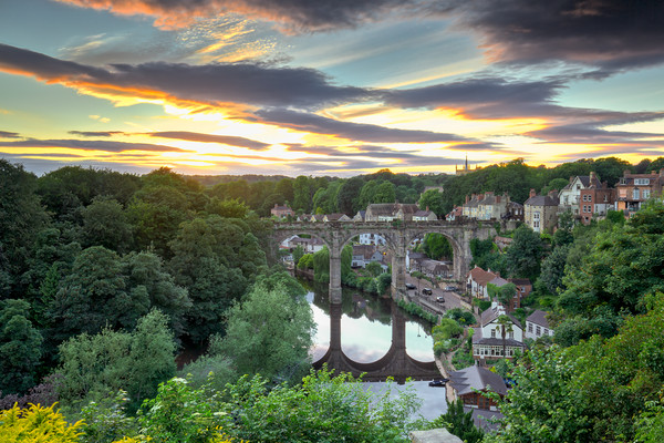 Knaresborough Viaduct at sunset Canvas print by mike morley